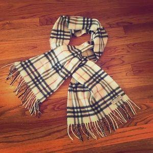 Burberry 100% cashmere scarf 🧣